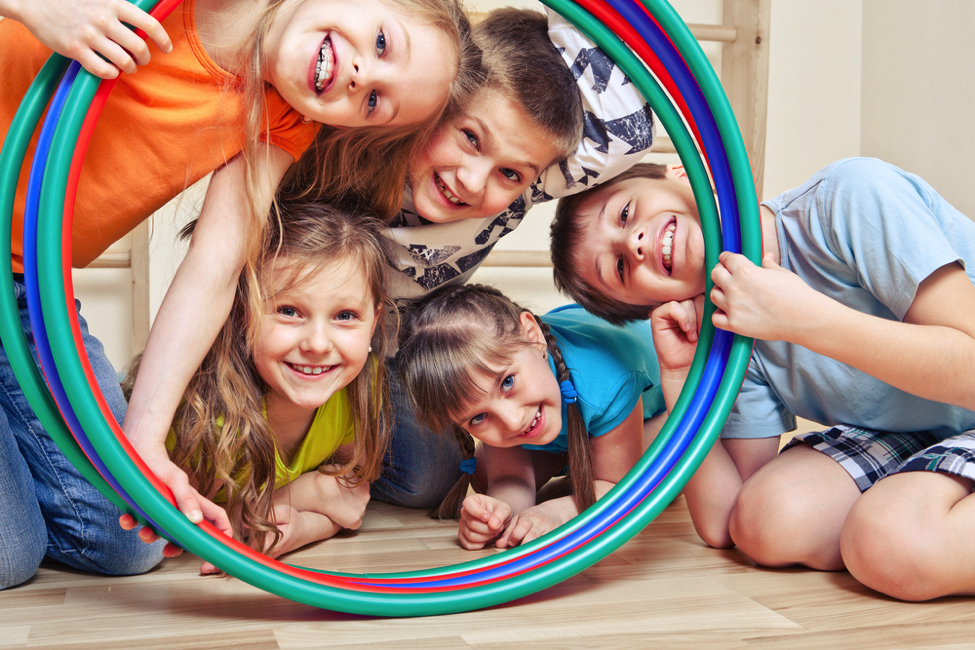 Kids_playing_with_hula_hoops.png